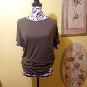 Tops - Olive ruched T-shirt XL